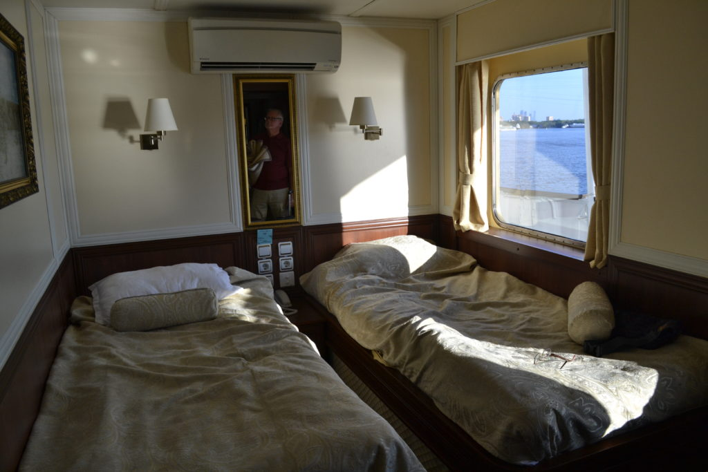 stateroom on ship with twin beds